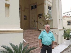 Osni Flores trabalha há 34 anos na Cúria Metropolitana