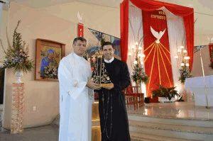 Pe. Evaldo, (TV Aparecida) com Pe. Marcelo, da Paróquia do Aririú, em Palhoça