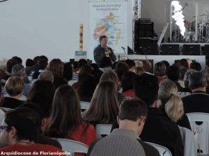 Padre Vítor Feller explicou sobre o trabalho da Comissão Pró-paróquias.