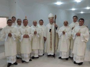 Dom Wilson com os 13 novos diáconos da Arquidiocese