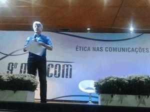 Jornalista Caco Barcelos falou sobre a questão do espetáculo da notícia.