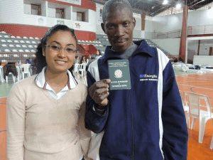 Haitiano Felipe Jandir feliz com o emprego no Brasil