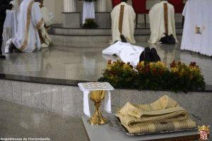 Oferta que se consome no altar de Cristo - um sim definitivo.