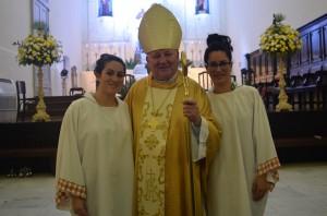 Daniela e Juliane Mendes receberam os Sacramentos do Batismo, da Eucaristia e da Crisma durante a Celebração