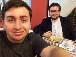 Seminarista Gabriel com o padrinho, Pe. Kelvin
