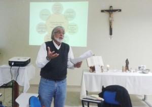 Professor Daniel da Silva, do curso de Engenharia Sanitária e Ambiental da UFSC, destacou a questão da convergência da ciência com a religião.