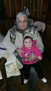 Dona Maria Neli com a neta