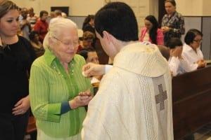 Padre Jonathan e a avó