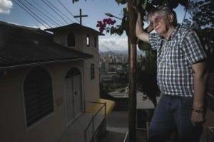 Padre Vilson Groh é conhecido pelo trabalho que desempenha nas comunidades da Capital. Foto: Felipe Carneiro / Agencia RBS